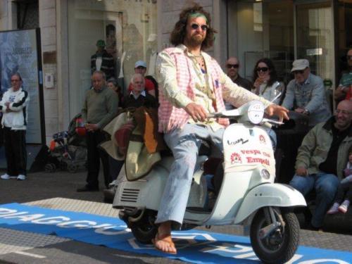 07-Vespa in Costume VC Pontedera (02.05.2009)